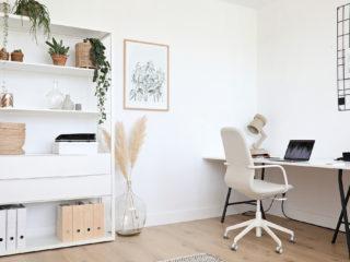 Wit als basis voor een rustige werkplek